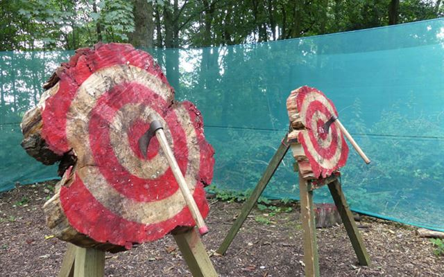 Axe Throwing for Two Amazing Experience 1