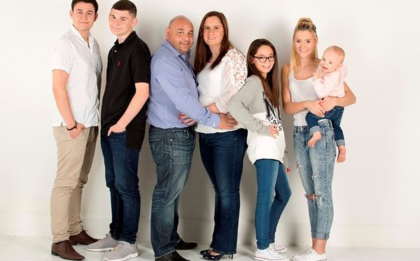 Family Photoshoot with a 50 off voucher - UK Wide Special Offer Amazing Experience 2