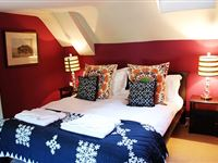 One Night Romantic Break at the Longleat Bath Arms