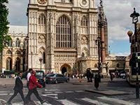 Westminster Abbey and Afternoon Tea at the Amba Hotel for Two